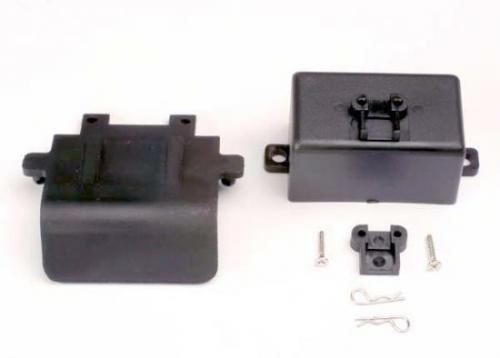 Traxxas Bumper (rear)/ battery box/ body clips (2) EZ-Start mount 3x10CST (2)